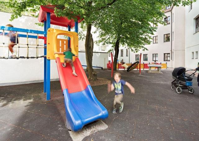 Rutsche auf Kinderspielplatz